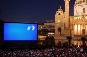 Kino unter Sternen am Karlsplatz